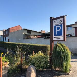 Minge Bestattungsinstitut Hinweis Parkplatz
